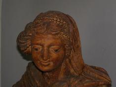Polychrómovaná socha Panny Márie