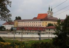 Ilavský hrad a farský kostol Trinitárov