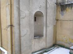Vo výklenku kostola sa nachádzala socha trinitárskeho svätca