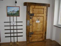 Pôvodné väzenské dvere zčias založenia ústavu