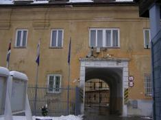 Vchod dohradu shlavicami pilastrov